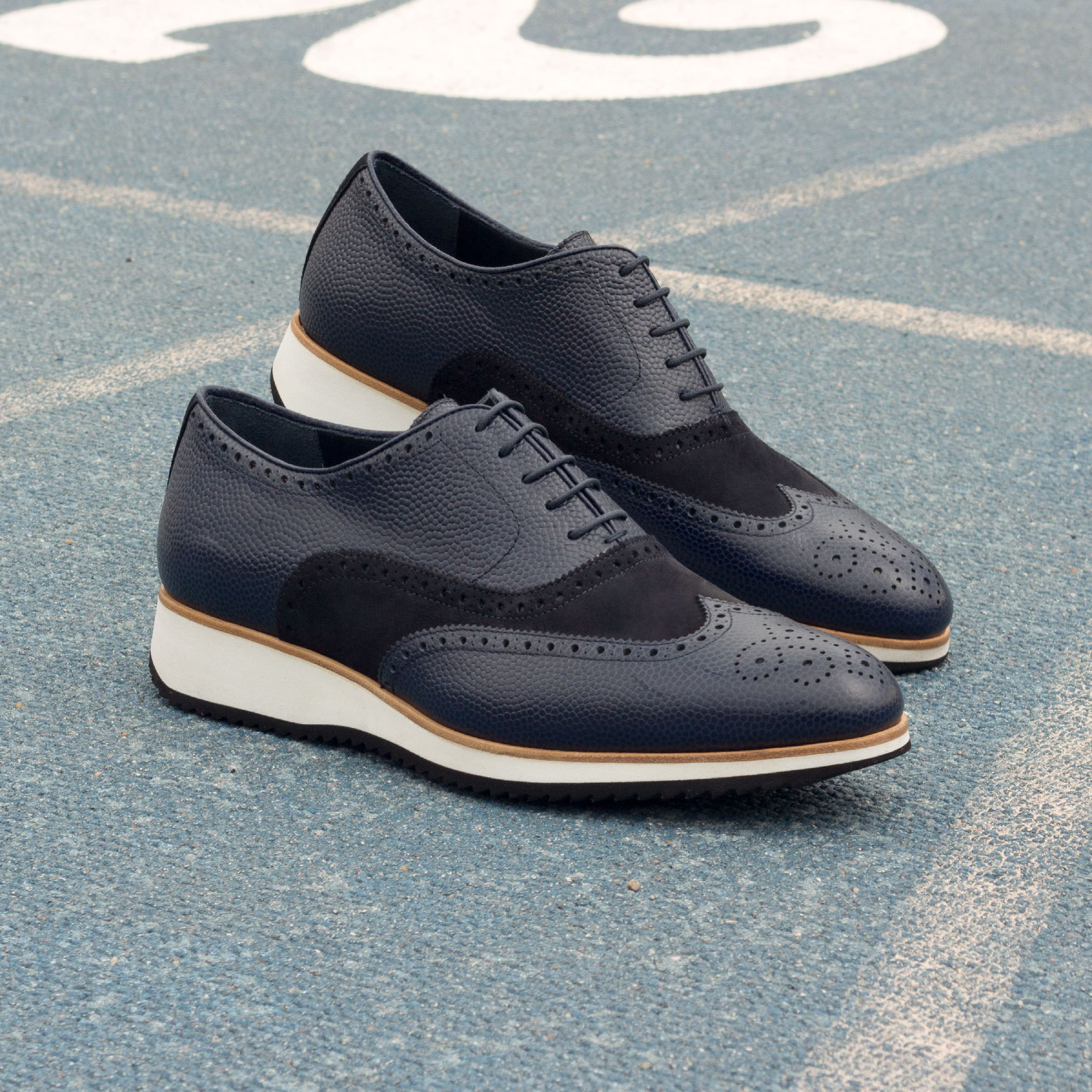 Full brogue navy lux suede + navy pebble grain : 240€