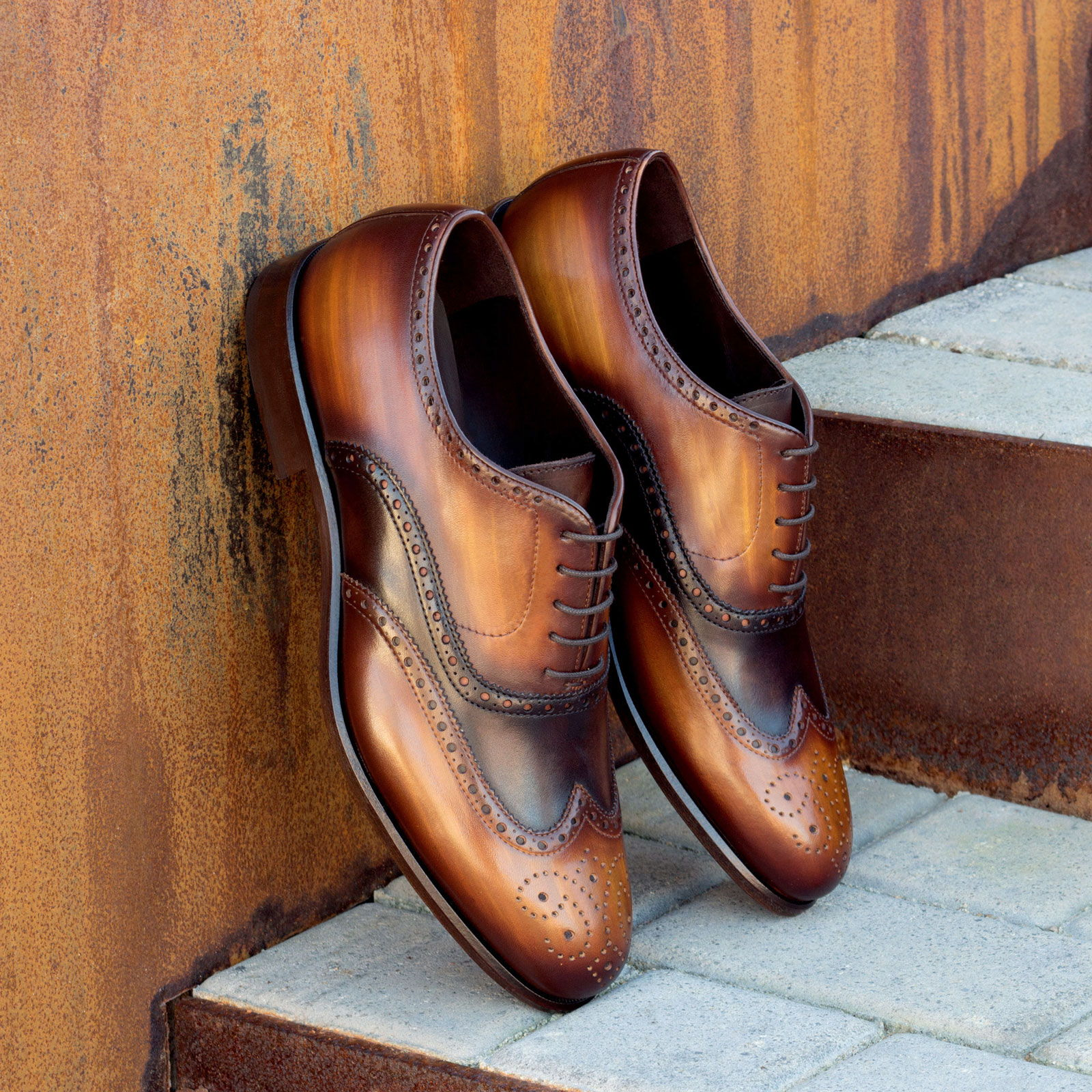 Full brogue dark brown painted calf + cognac crust patina : 340€