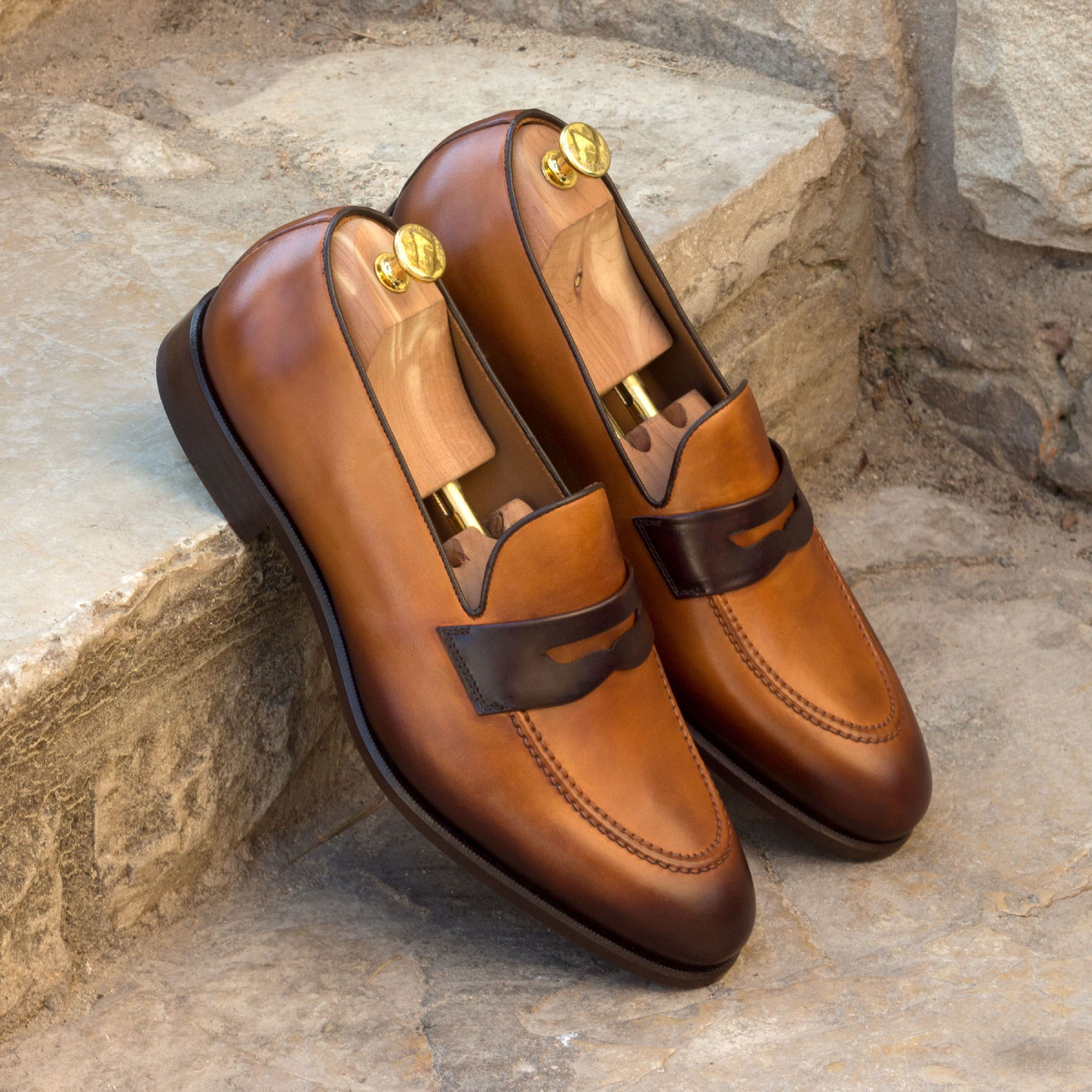 Loafer dark brown painted calf + cognac painted calf : 240€