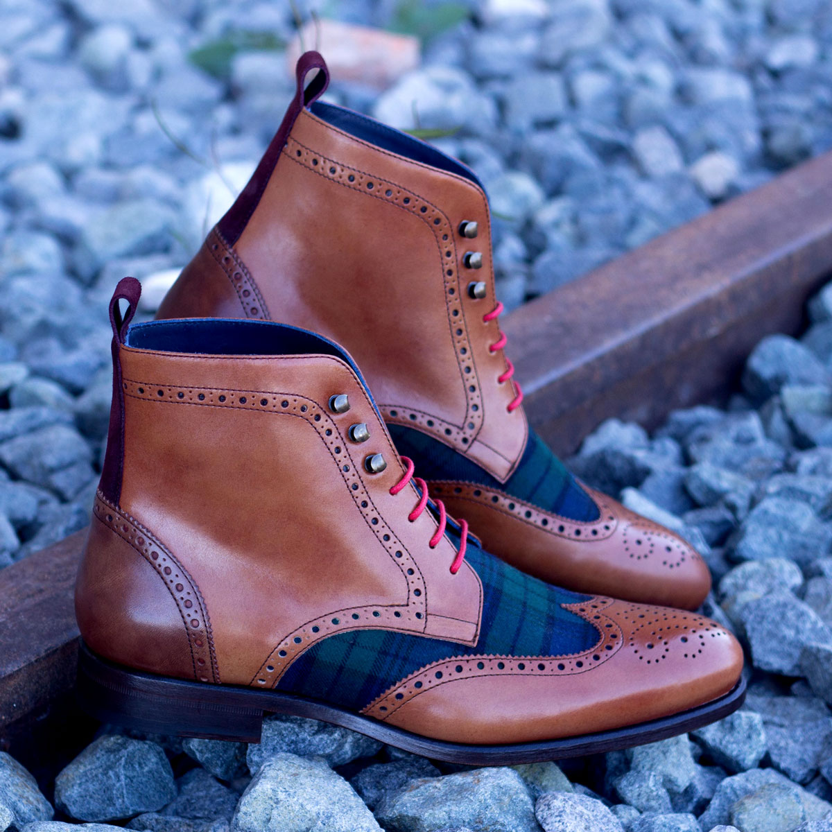 Military brogue blackwatch sartorial + burgundy lux suede + cognac painted calf + med brown painted calf : 250€