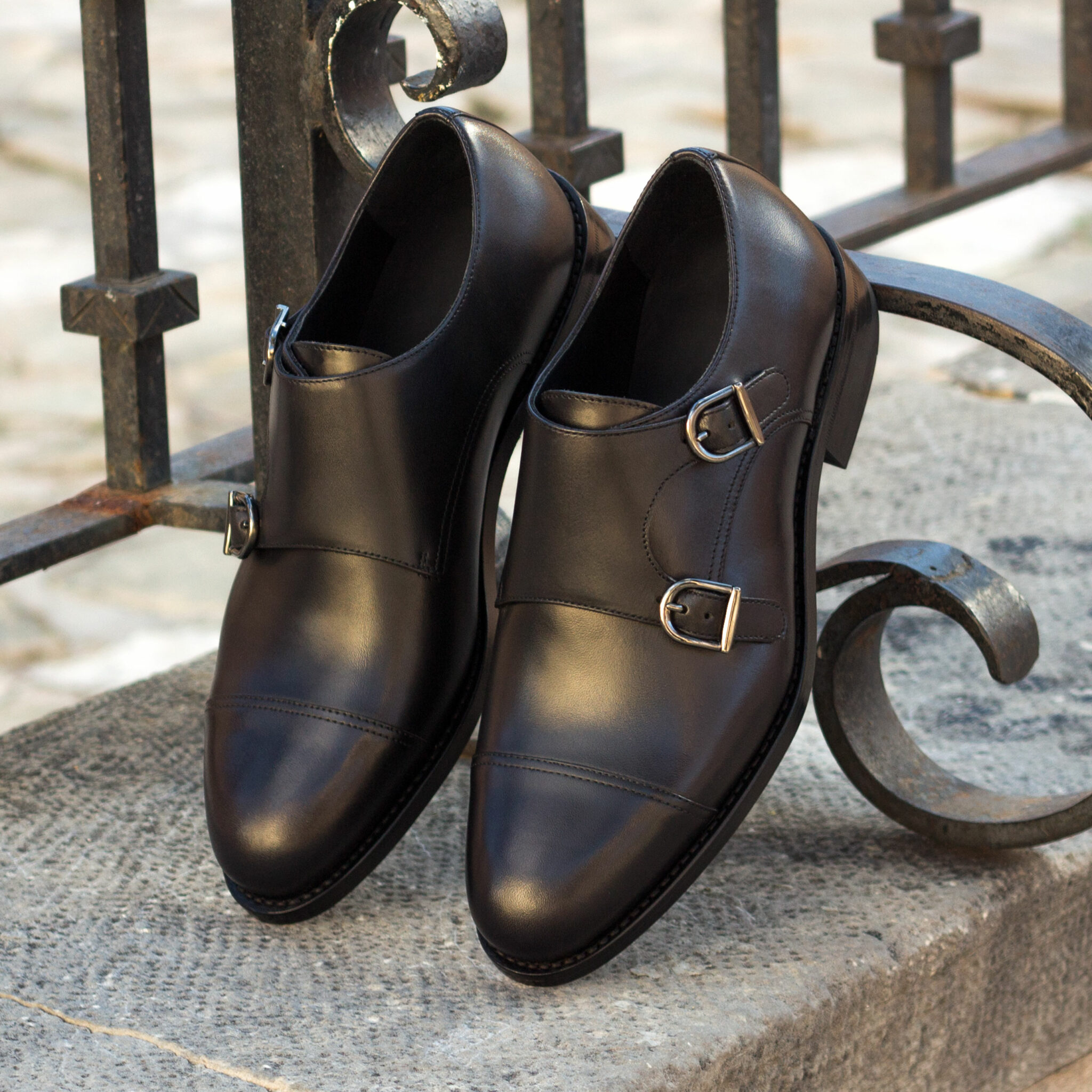 Double monk black painted calf : 240€