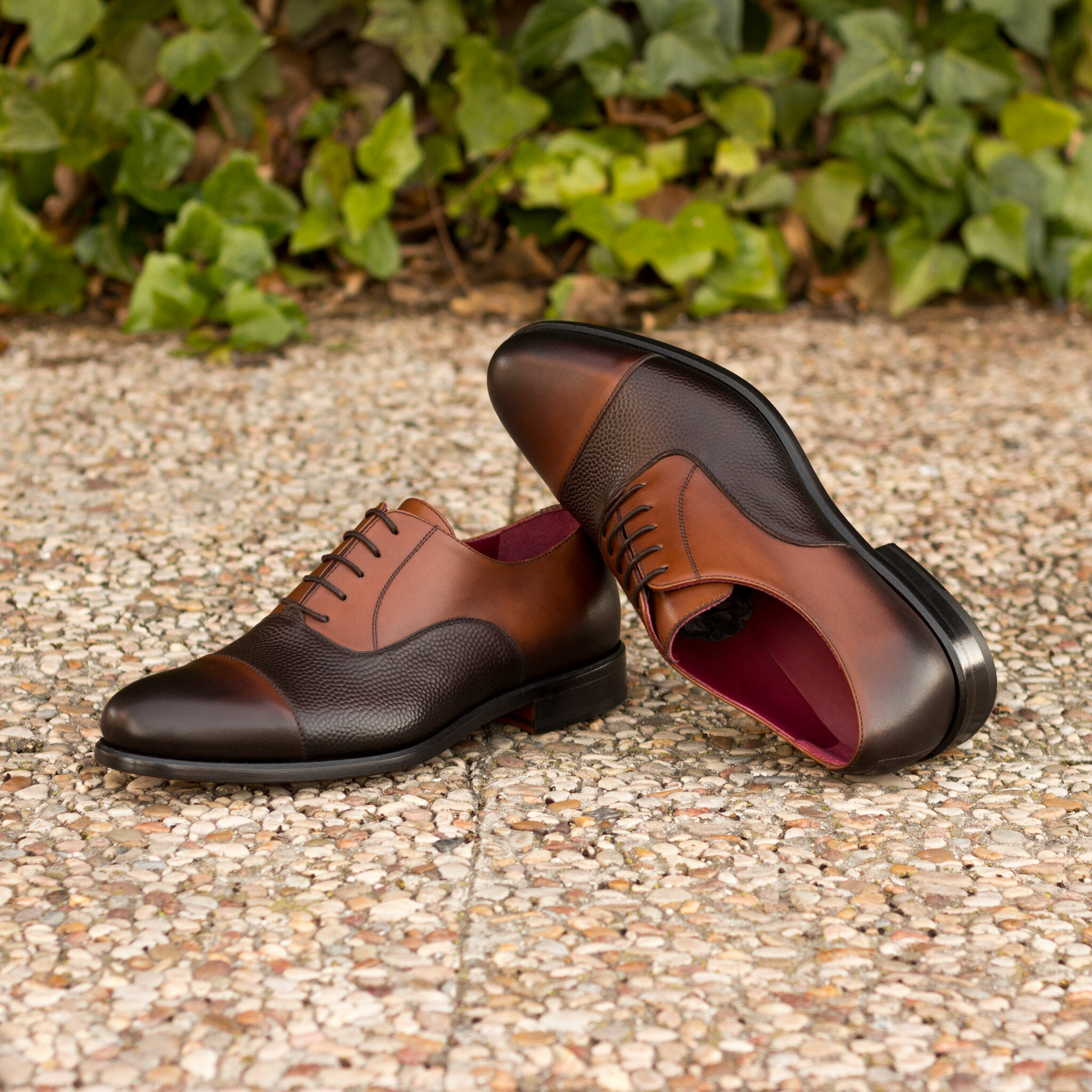 Oxford med brown painted calf + dark brown pebble grain : 240€