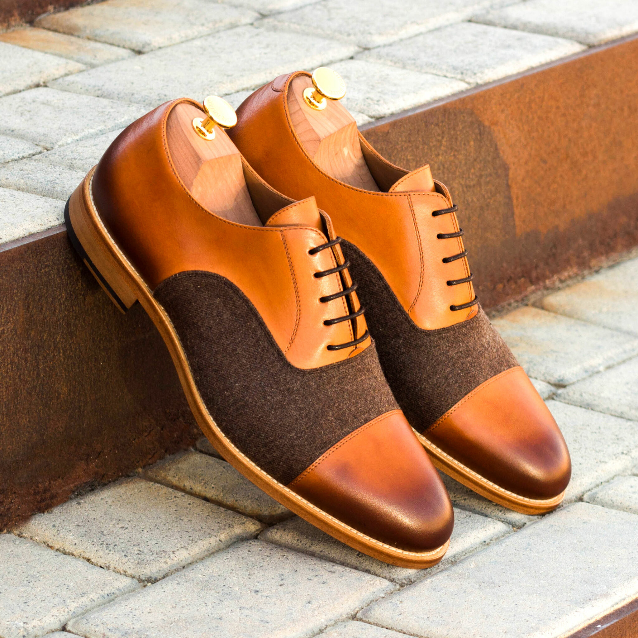 Oxford flannel brown + cognac painted calf : 240€