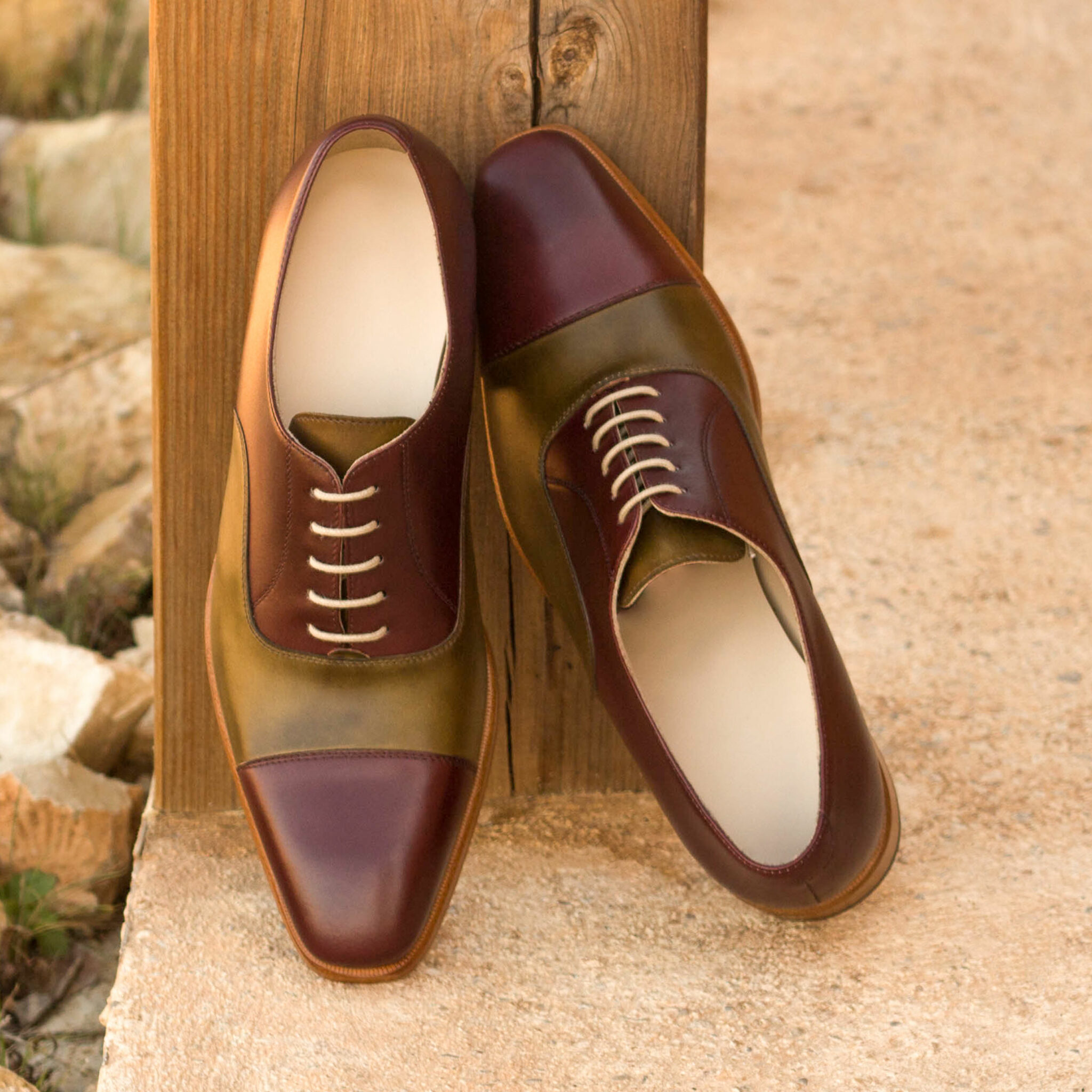 Oxford burgundy painted calf + olive painted calf : 240€