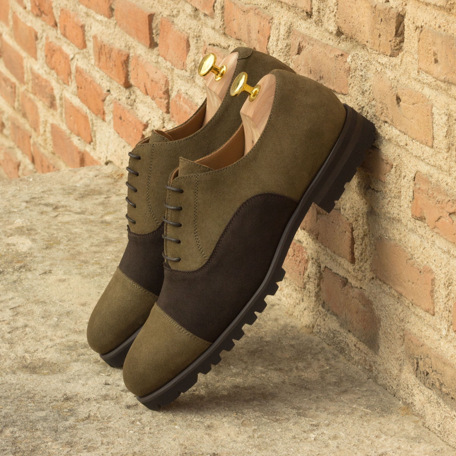 Oxford dark brown lux suede + khaki lux suede : 240€