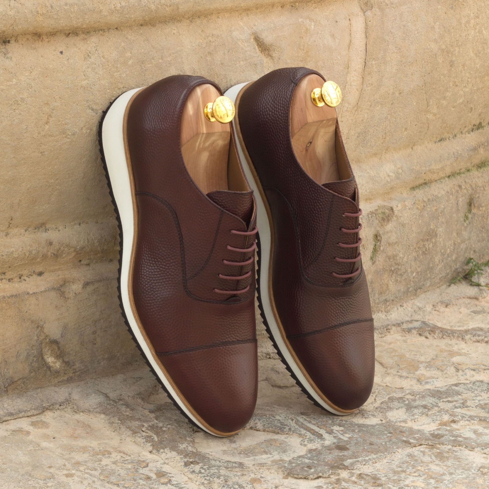 Oxford burgundy pebble grain : 240€