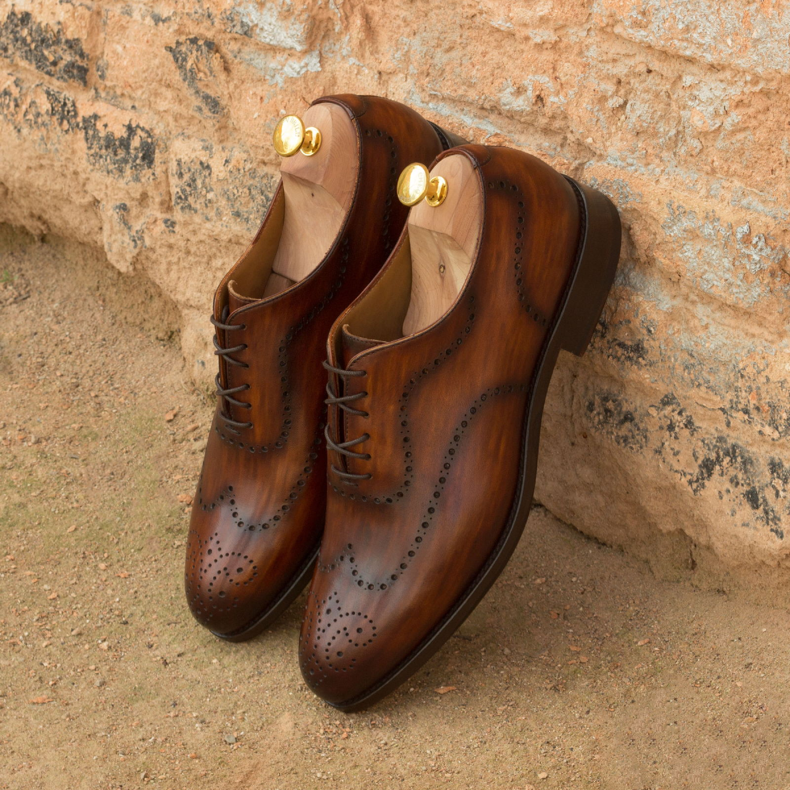 Whole cut cognac crust patina : 330€